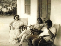 sitapur-1973-learning-to-take-a-picture